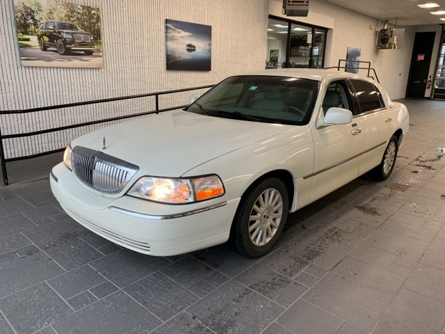 Pre Owned 2004 Lincoln Town Car Signature 4d Sedan In Lj661976
